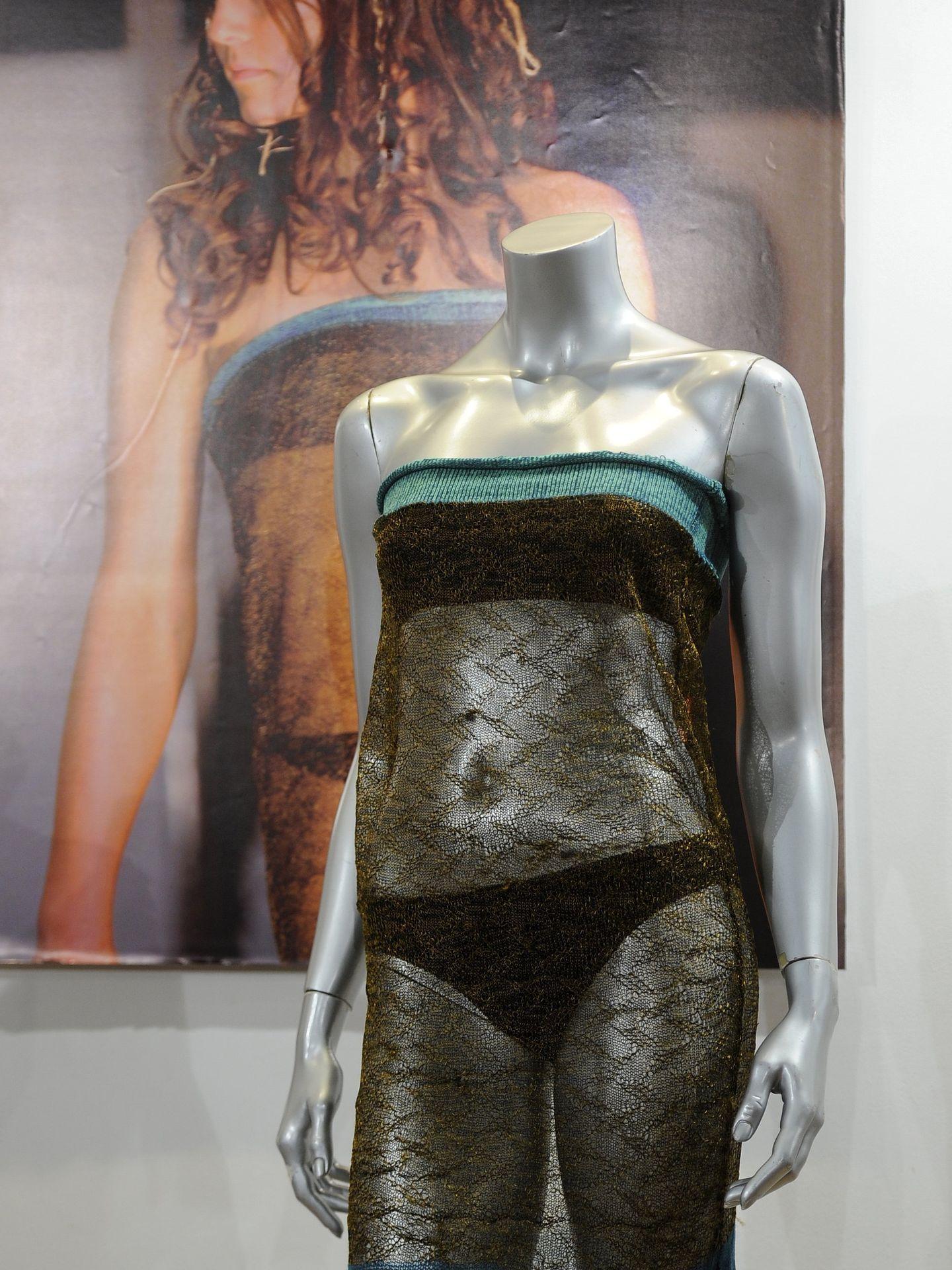 El vestido con el que desfiló Kate Middleton, que fue subastado años después. (Reuters)