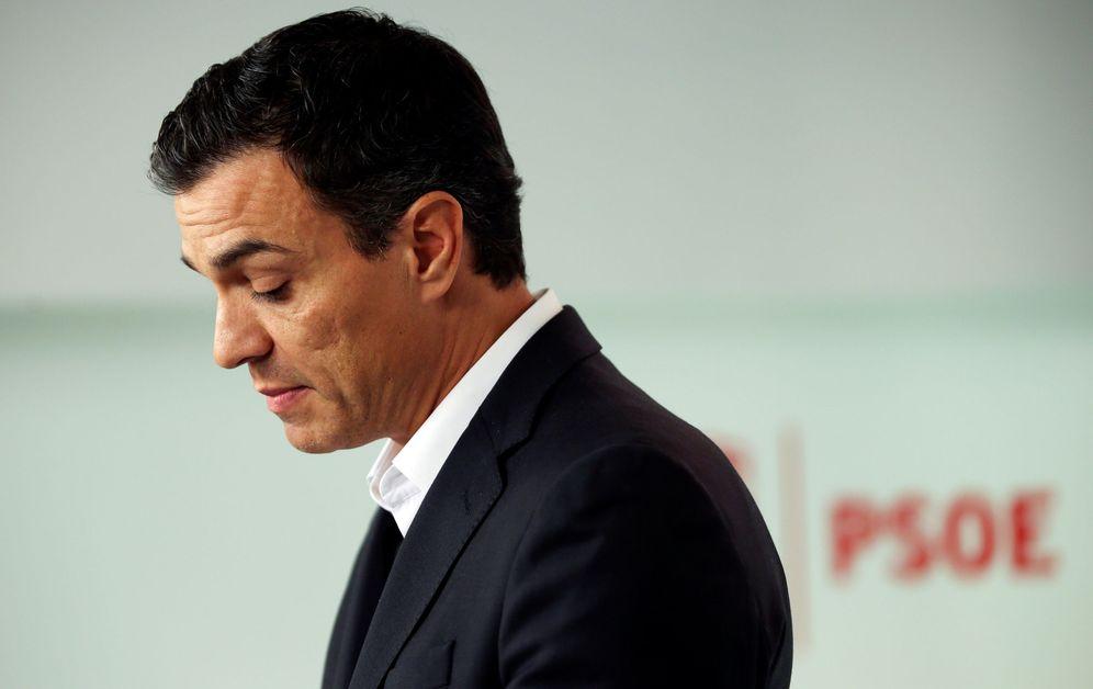 Foto: Pedro Sánchez, en rueda de prensa en Ferraz tras presentar su dimisión como secretario general del PSOE, el pasado 1 de octubre. (Reuters)