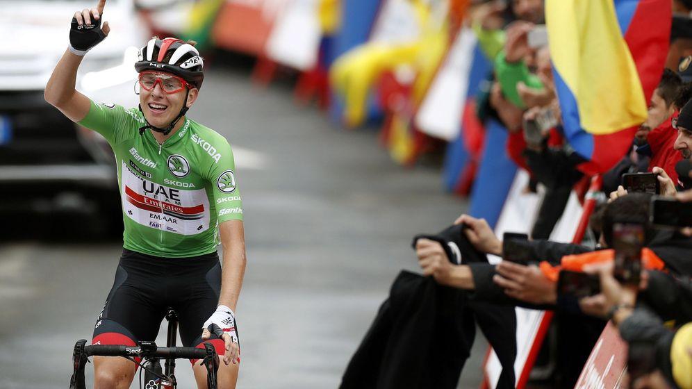 Foto: Pogacar celebra su tercera victoria en la Vuelta que le da acceso al podio. (EFE)