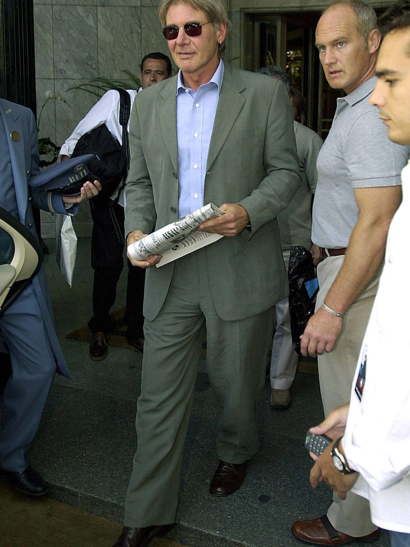 Harrison Ford saliendo del hotel Ritz.