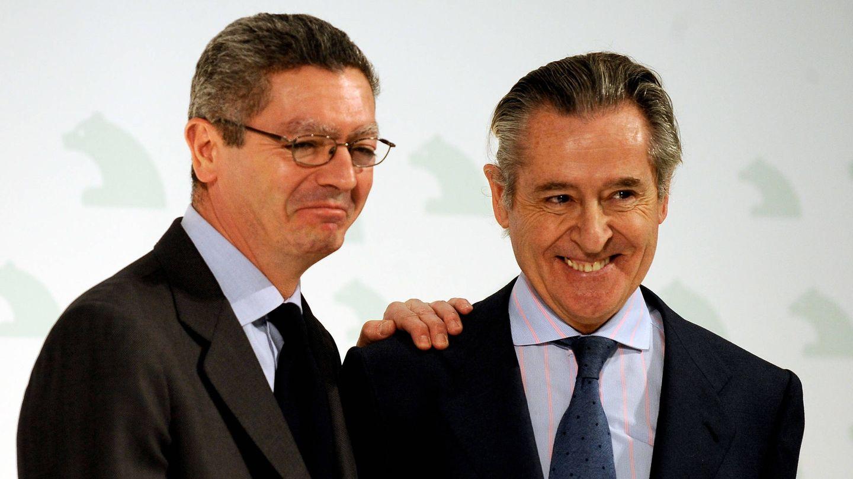 Alberto Ruiz-Gallardón y Miguel Blesa, en 2009. (Getty)