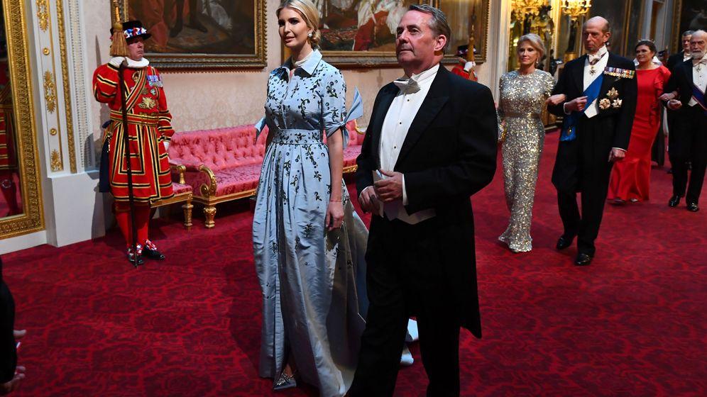 Foto: Ivanka Trump y Liam Fox en Buckingham Palace. (Reuters)
