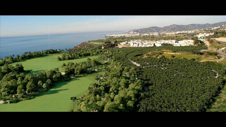 Foto: Recreación de cómo quedaría el campo de golf de 18 hoyos, ya con los invernaderos desmantelados (Vídeo Maro Golf).