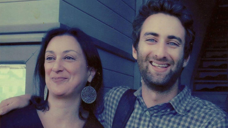 Daphne Caruana Galiza y su hijo Mathew, también periodista (Foto cedida por Mathew Caruana Galiza)