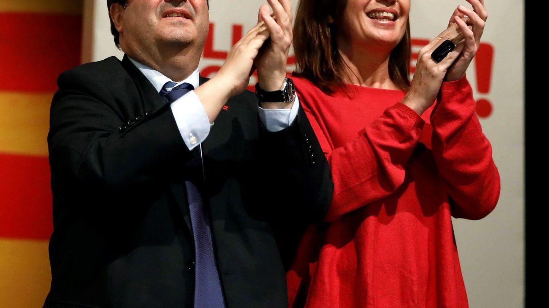 Miquel Iceta y la presidenta balear, Francina Armengol, el pasado 12 de diciembre en un mitin de campaña en Rubí, Barcelona. (EFE)