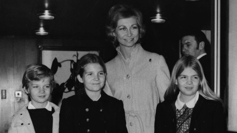 La reina Sofía con sus hijos. (Getty)