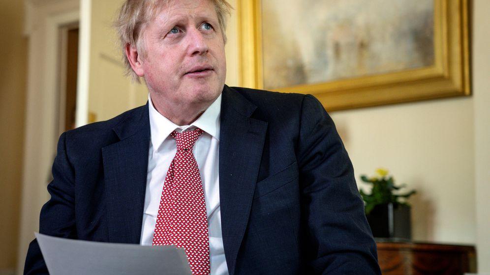Foto: El primer ministro Boris Johnson, tras salir del hospital donde estaba ingresado. (Reuters)
