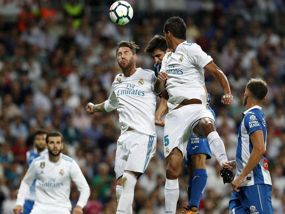 Foto: En la imagen, Sergio Ramos y Varane. (EFE)