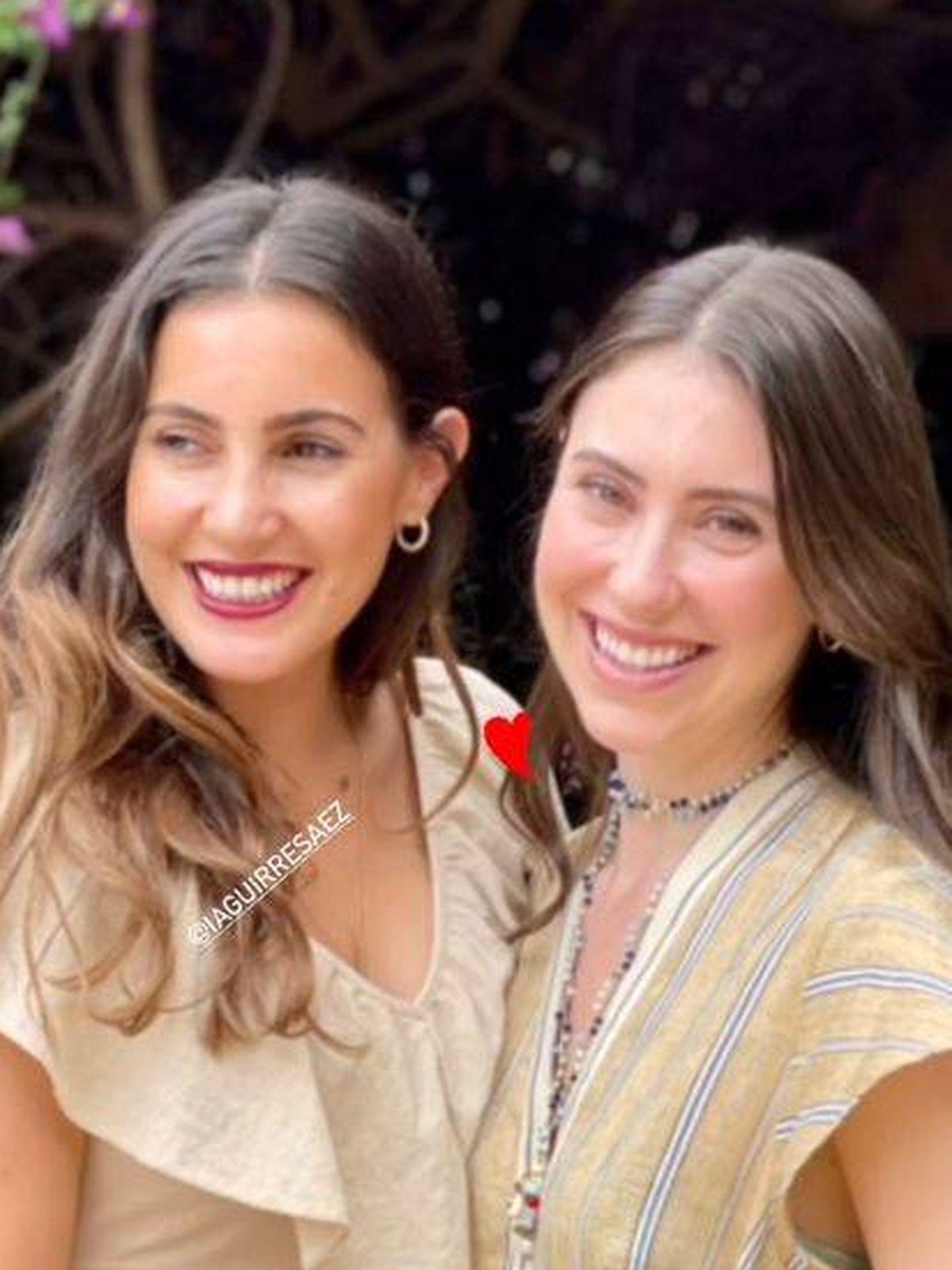 Las amigas de Sofía Palazuelo, Inés Aguirre y Cristina Serra, en el palacio del Marqués de la Motilla. (Redes: Cristina Serra)