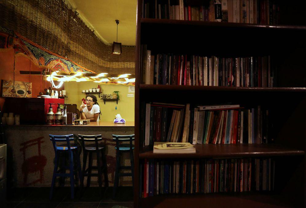 Foto: AbdelRahman Saad, dueño de una librería en El Cairo, el 23 de octubre de 2016. (Reuters)