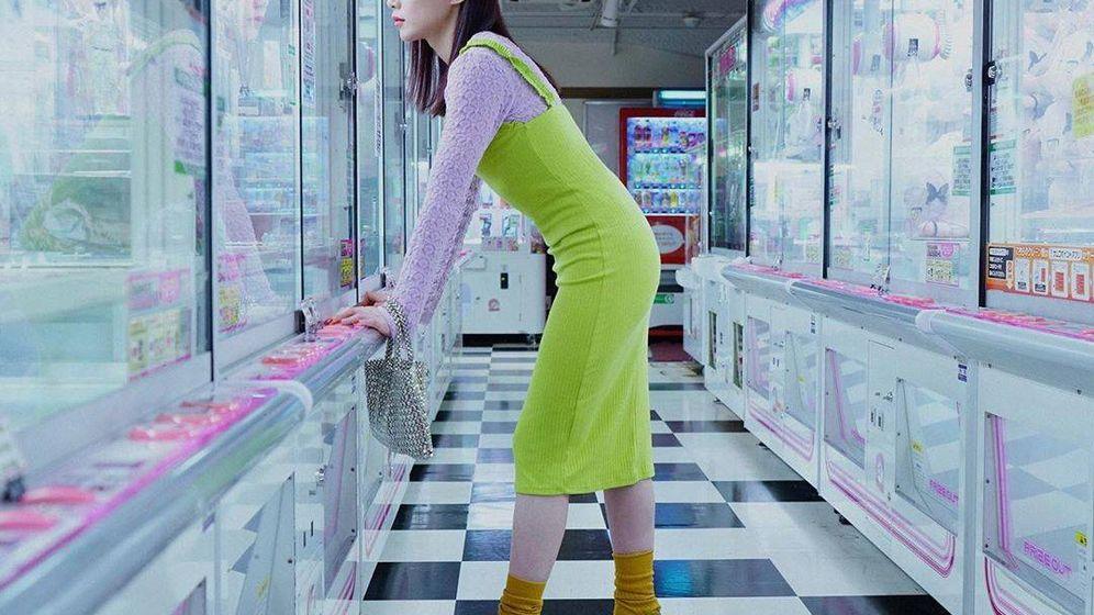 Foto: La influencer Mademoiselle Yulia posa para @LivingZara con vestido de la firma. (Instagram)