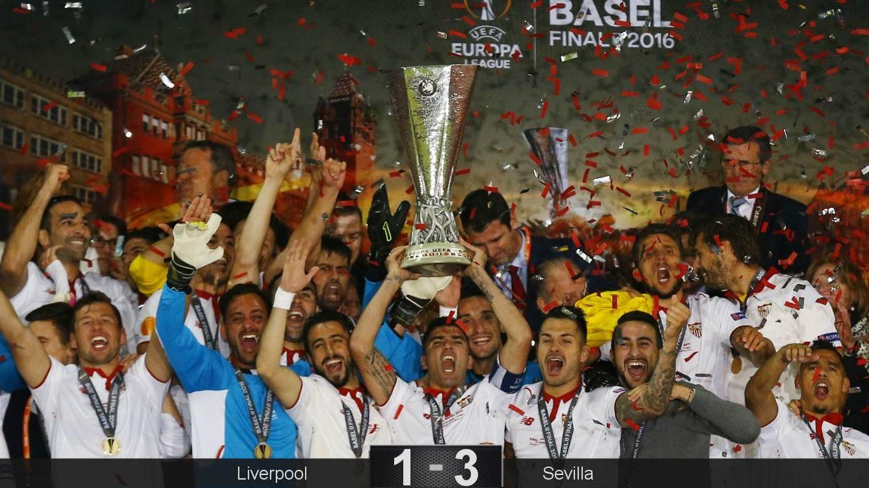 Foto:  Los sevillistas celebran su quinta Liga Europa. (EFE)
