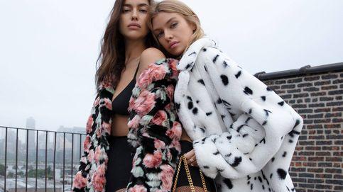 Irina Shayk y Stella Maxwell se pasan al diseño de bolsos