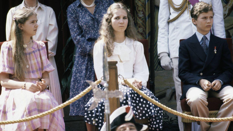 Las infantas y Felipe, en el Día de las Fuerzas Armadas de 1981. (Getty)