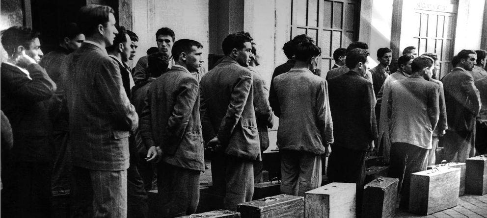 Foto: Inmigrantes españoles se disponen a abandonar el país con destino al extranjero