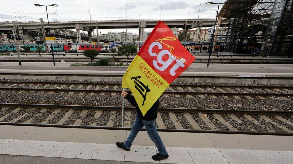 Foto: Un manifestante, preparado para las protestas de este jueves en París. (Reuters)