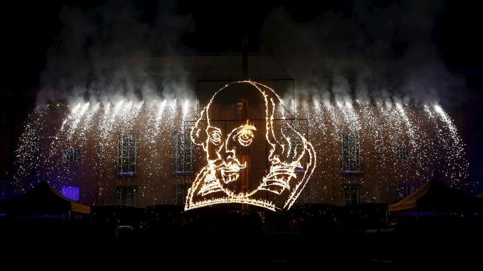 Foto: Fuegos artificiales con la cara de Shakespeare (Reuters).