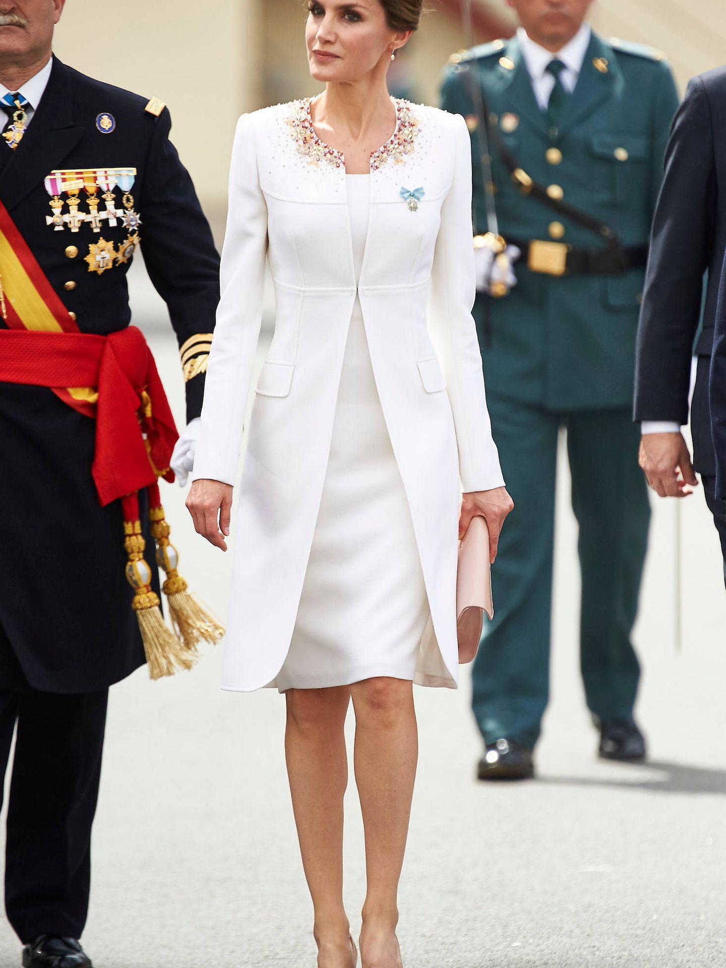 La Reina con el traje de la proclamación. (Limited Pictures)