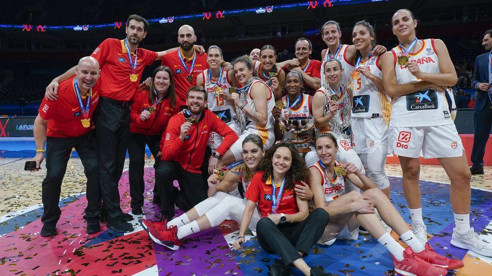 Foto: La selección femenina de baloncesto, tras ganar el último Eurobasket de Serbia y Letonia. (EFE)