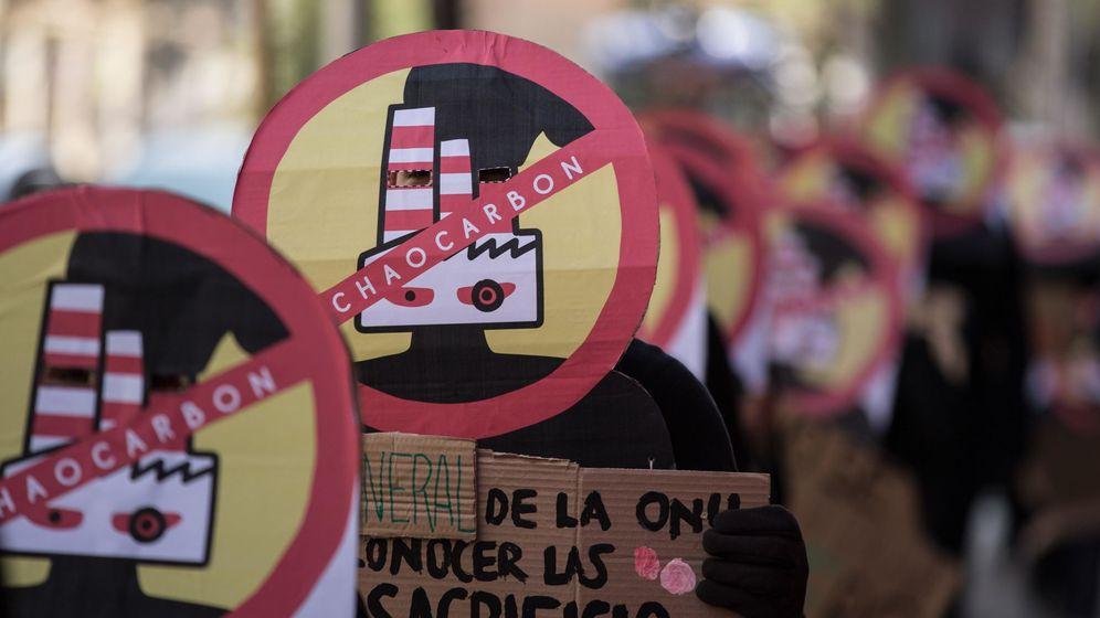 Foto: Manifestación contra las centrales térmicas de carbón en Chile. (EFE)