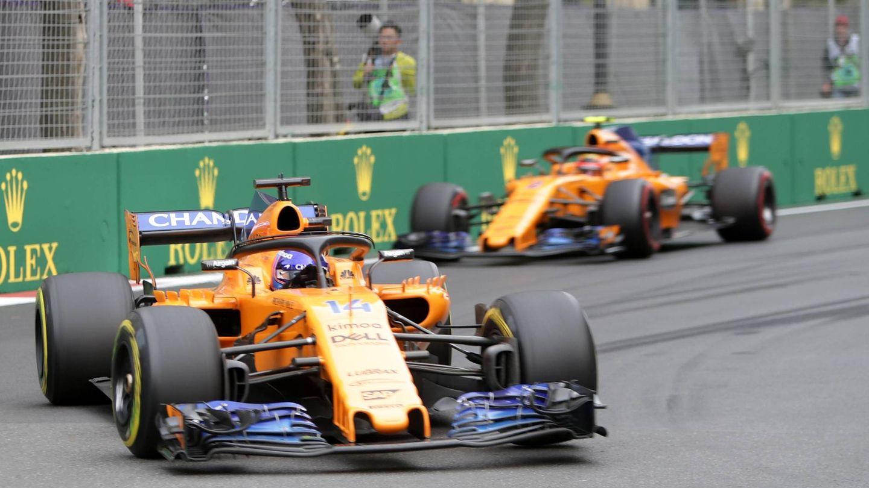 En Bakú, Fernando Alonso fue medio segundo más rápido que su compañero de equipo con un monoplaza en teoría medio segundo más lento. (Imago)
