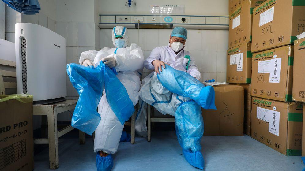 Foto: Médicos de un hospital de Wuhan. (Reuters)