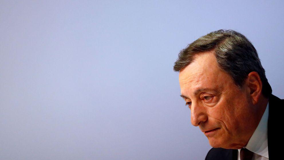 Draghi se marcha dejando un BCE dividido y politizado