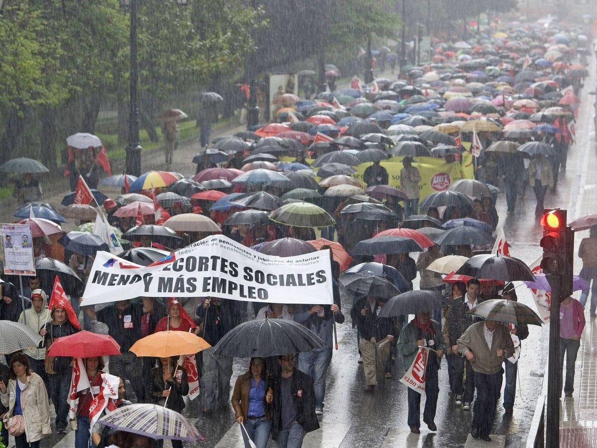 Foto: Manifestación por los servicios públicos en Oviedo. (EFE)
