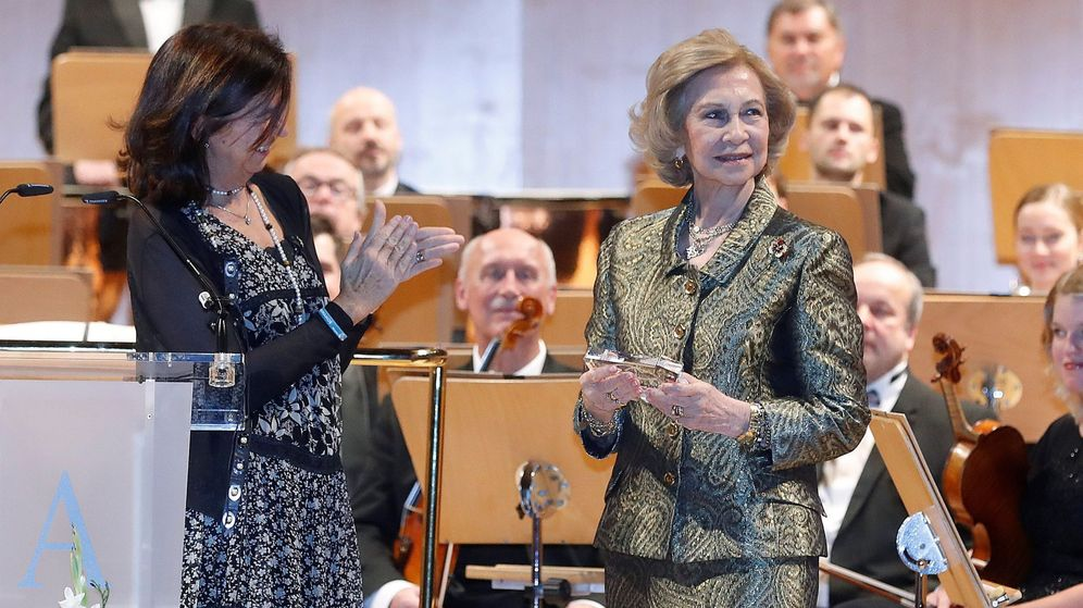 Foto: La reina Sofía, recibiendo el Premio Extraordinario 60 Aniversario de Manos Unidas. (EFE)