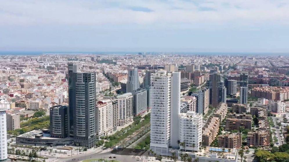 Foto: El edificio de Kronos (derecha) completa la puerta urbana de entrada oeste de Valencia, junto al Hotel Melià.