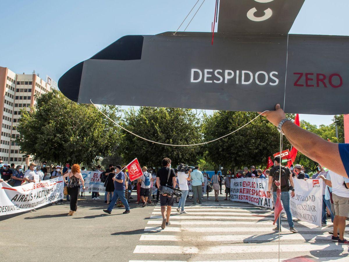 Foto: Manifestación en Sevilla por los despidos de Airbus. (EFE)