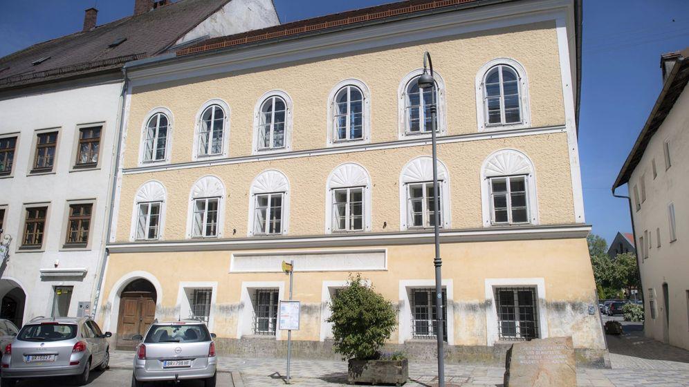 Foto: La casa en la que nació el dictador será la comisaría de la policía local de Braunau am Inn (EFE/Christian Bruna)