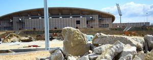 Los cacos y la maleza se adueñan de La Peineta, proyecto del Madrid olímpico