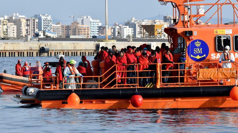 Foto: Salvamento Marítimo rescata una patera. (EFE)