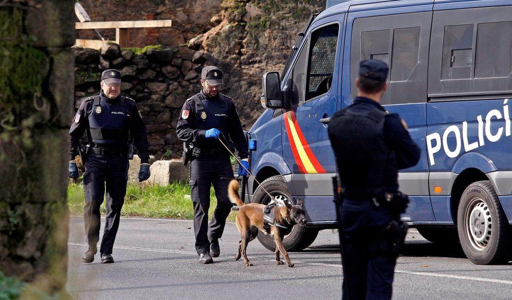 Foto: Agentes de la Policía Nacional en A Coruña. (EFE)