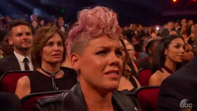 Pink en un momento de la actuación de Christina Aguilera.