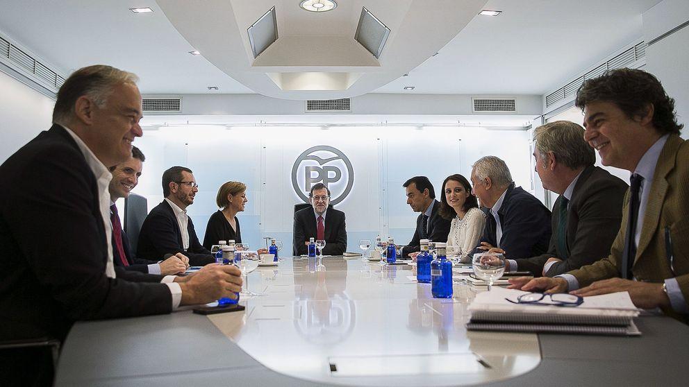 Cospedal y otros líderes del PP ya están en Génova para esperar los resultados