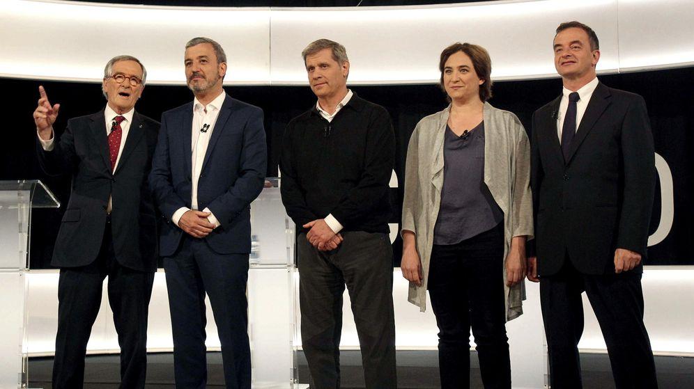 Foto: Xavier Trias (CiU), Jaume Collboni (PSC), Alberto Fernández (PP), Ada Colau (Barcelona En Comú) y Alfred Bosch (ERC), tras el debate televisivo. EFE/Toni Garriga