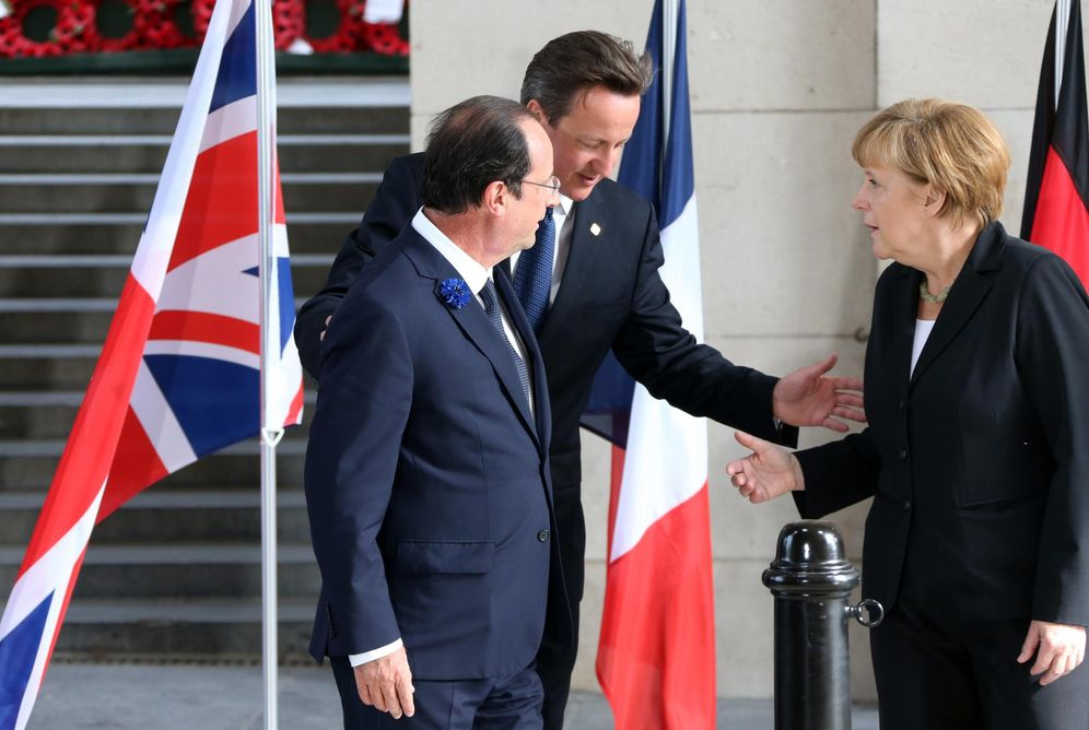 Foto: François Hollande, David Cameron y Angela Merkel, durante un acto de conmemoración del inicio de la Iª Guerra Mundial en Francia, en junio de 2014. (Reuters)