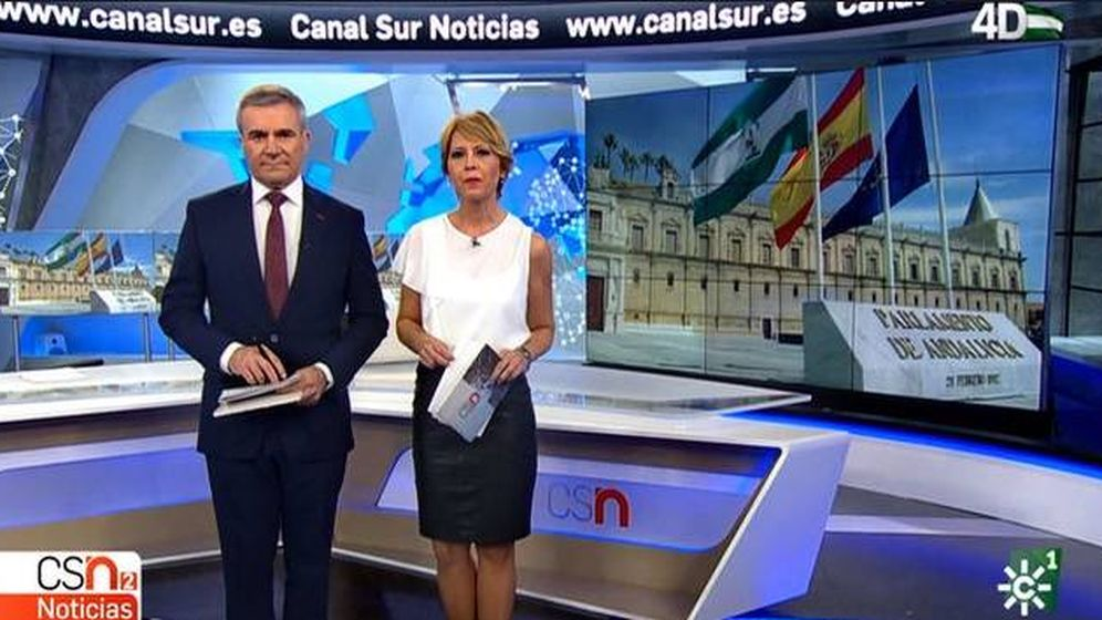 Foto: Fernando García y Silvia Sanz, presentadores de 'Noticias 2' en Canal Sur. (EFE)