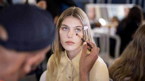 Las nuevas bases de maquillaje compactas, el truco viral de las centennials