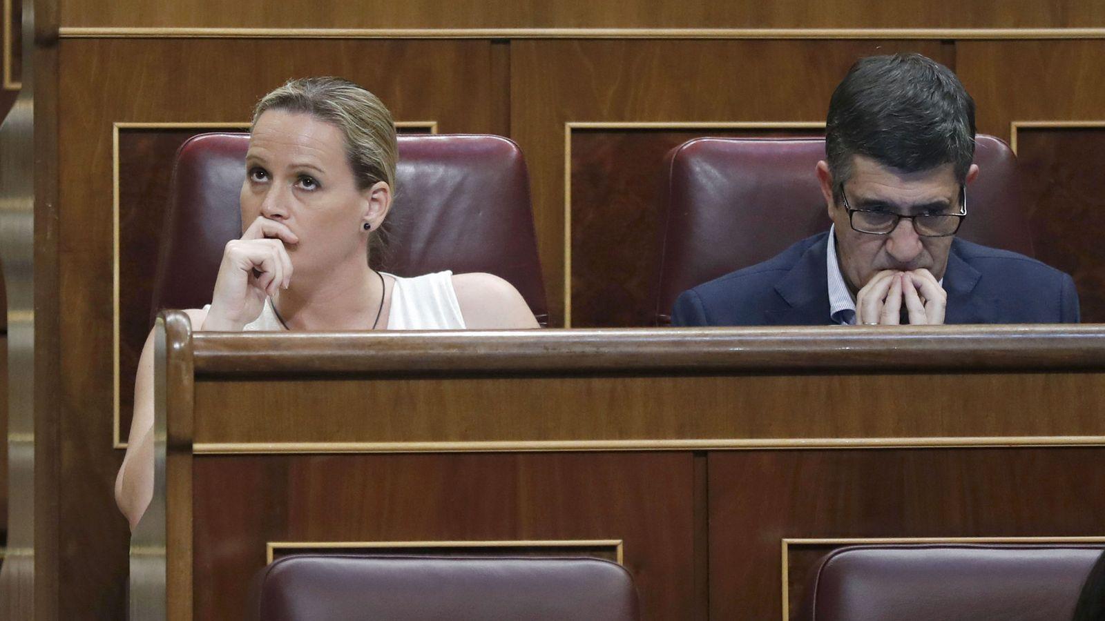 Foto: Los diputados Zaida Cantera y Patxi López, durante el pleno del pasado 20 de junio en el Congreso. (EFE)