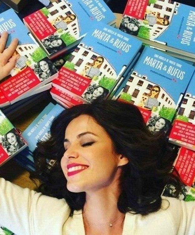 Foto: Marta Torné junto a varios ejemplares de su libro en una imagen de Instagram