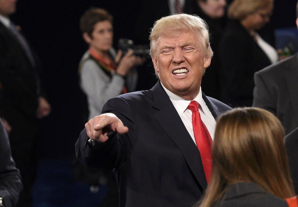 Foto: El candidato republicano habla con el público tras el segundo debate presidencial, en San Luis, Misuri (Reuters).