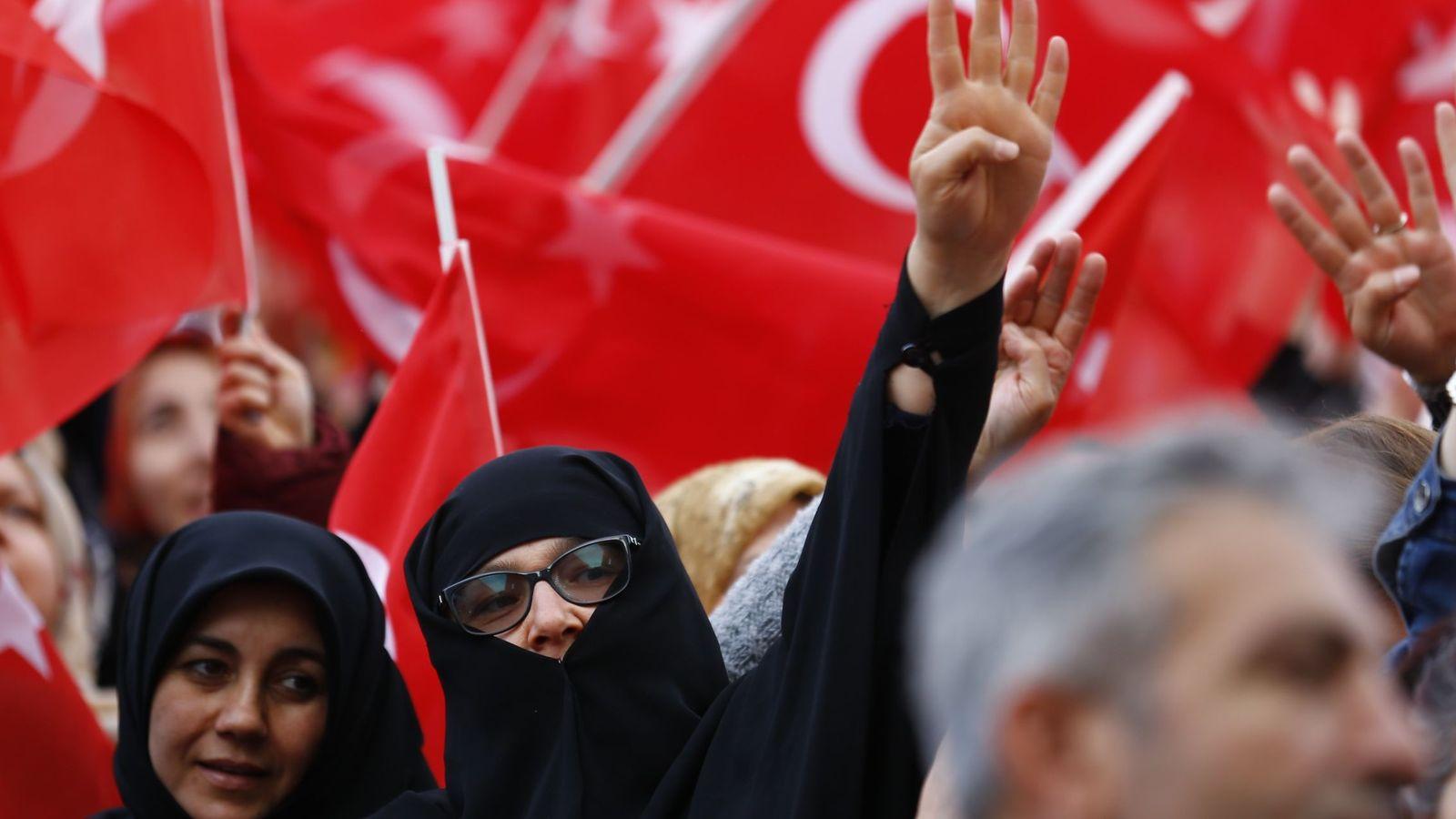 Foto: Seguidores del presidente turco celebran su victoria. (Reuters)