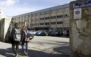 El juez ordena el ingreso en prisión del profesor acusado de abusos