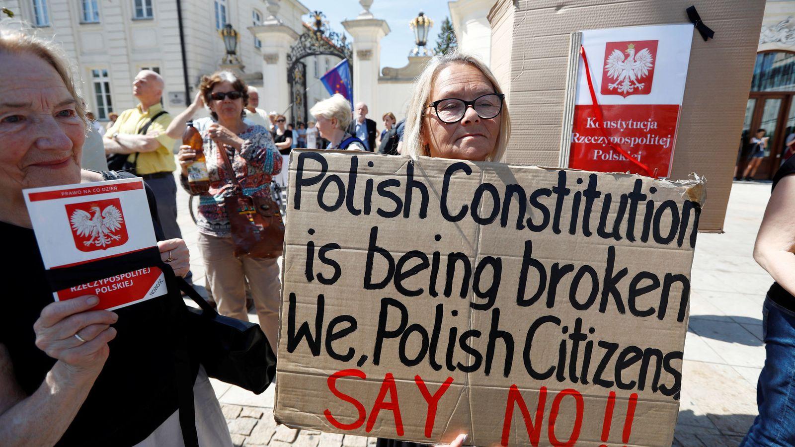 Foto: Protesta frente al Palacio Presidencial en Varsovia, el 24 de julio de 2017. (Reuters)