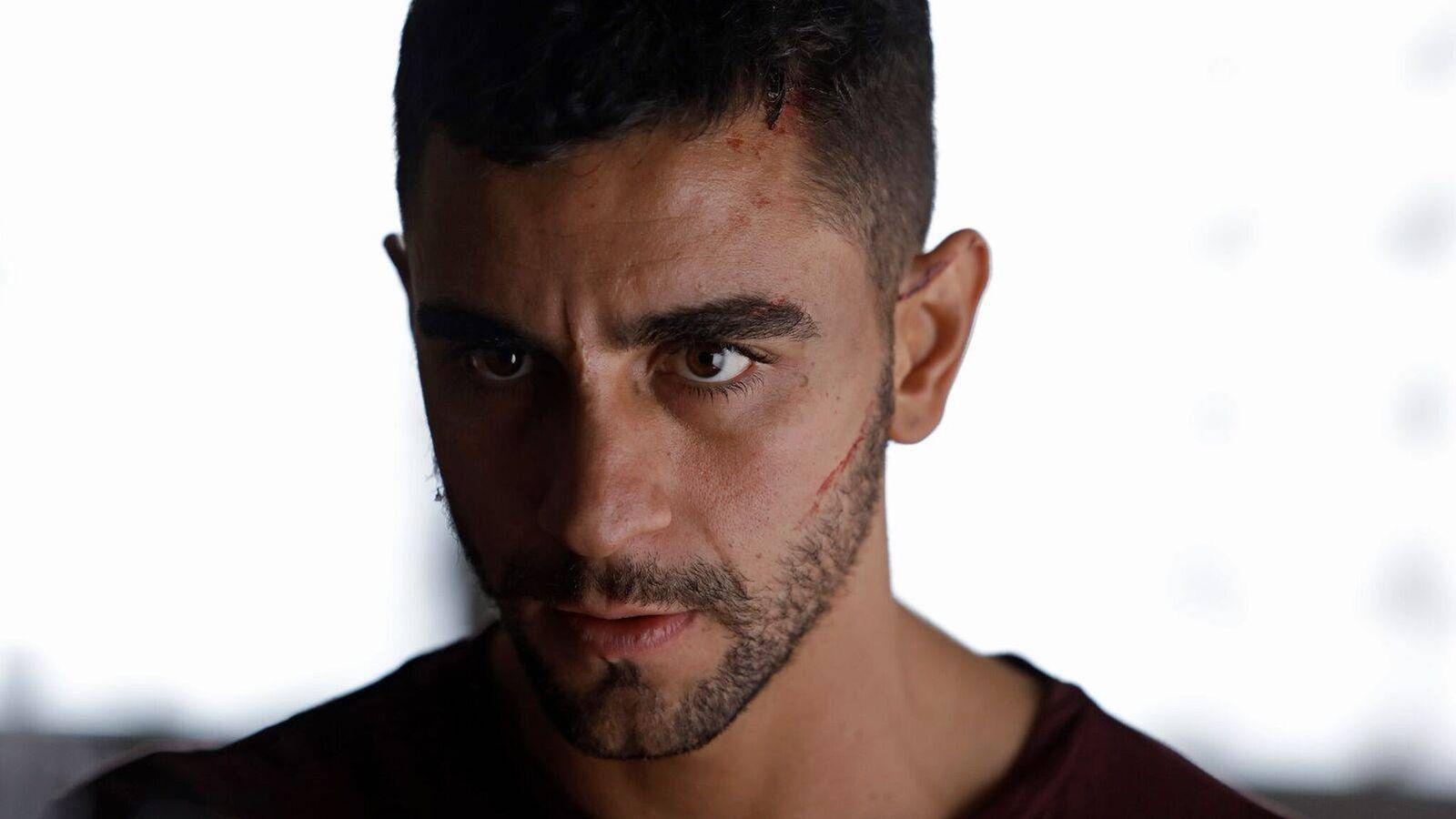 Foto: César Mateo da vida al marroquí Omar en 'La víctima número 8'. (Telemadrid)
