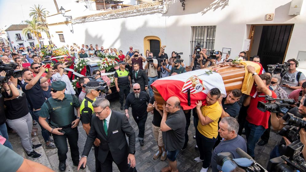 Foto: El funeral de José Antonio Reyes en Utrera. (EFE)