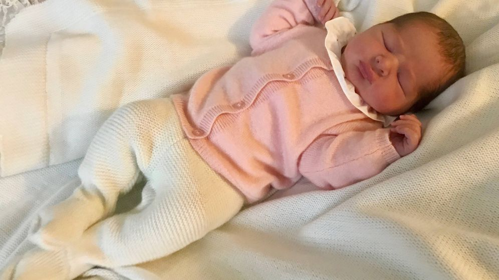 Foto:  La nueva princesa fotografiada por su padre. (Kungahuset)